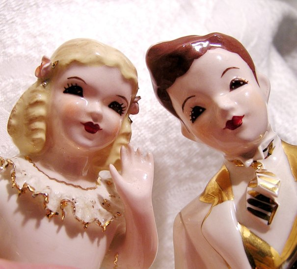 Fall & Winter Wedding. Bride & Groom Cake Topper